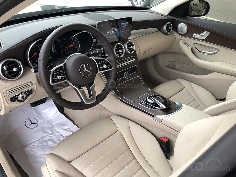 Bán xe Mercedes C200 Exclusive model 2019, màu đen, nội thất be mới chạy 6000 km giá rẻ, bảo hành chính hãng (9)