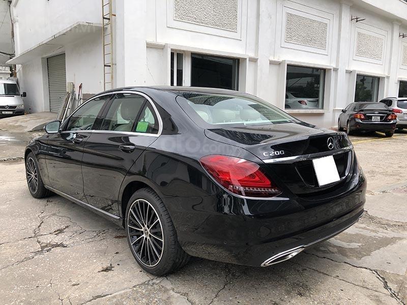 Bán xe Mercedes C200 Exclusive model 2019, màu đen, nội thất be mới chạy 6000 km giá rẻ, bảo hành chính hãng (8)