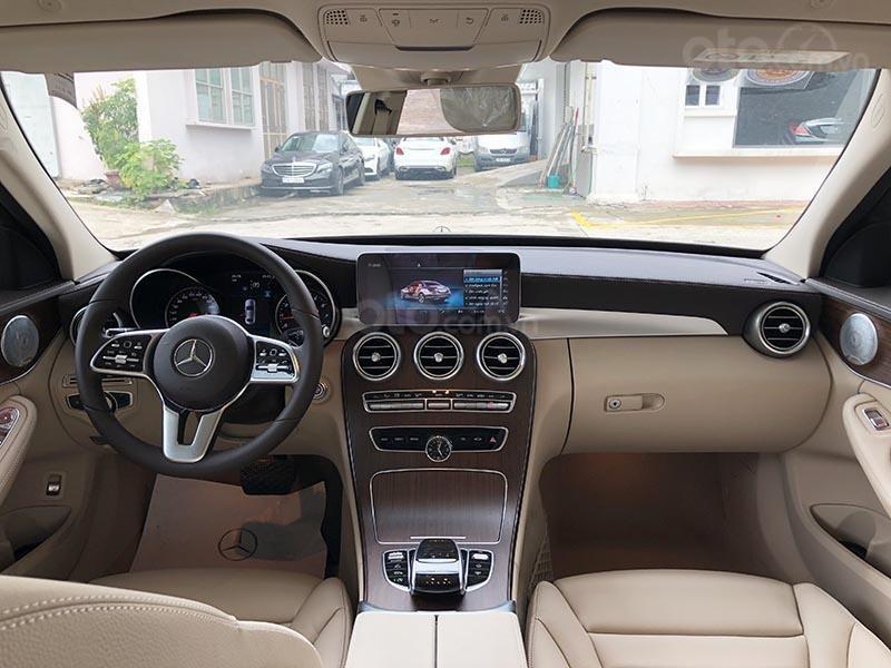 Bán xe Mercedes C200 Exclusive model 2019, màu đen, nội thất be mới chạy 6000 km giá rẻ, bảo hành chính hãng (10)