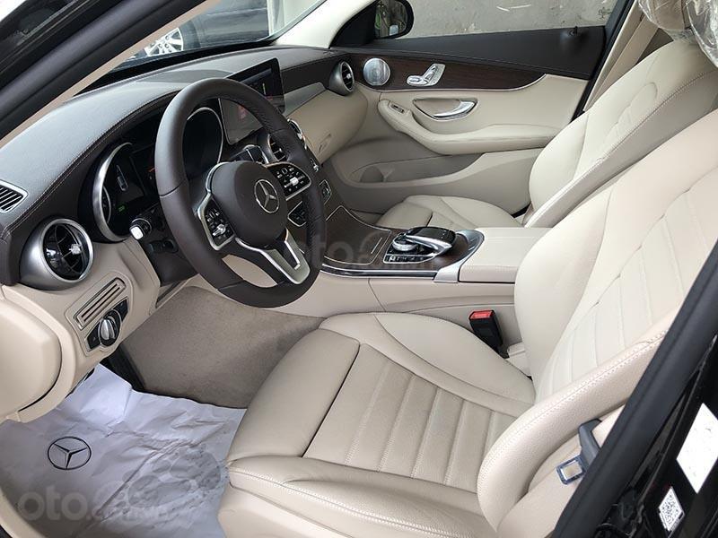 Bán xe Mercedes C200 Exclusive model 2019, màu đen, nội thất be mới chạy 6000 km giá rẻ, bảo hành chính hãng (15)