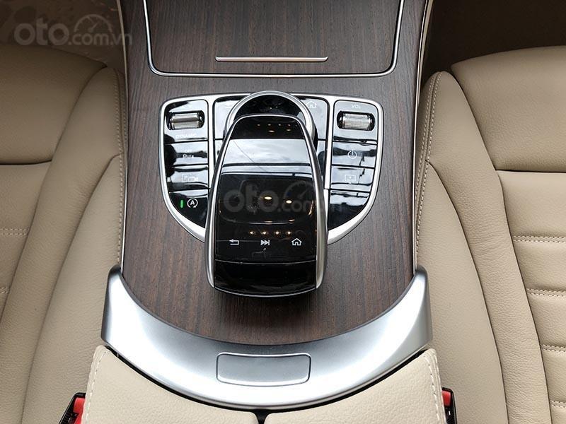 Bán xe Mercedes C200 Exclusive model 2019, màu đen, nội thất be mới chạy 6000 km giá rẻ, bảo hành chính hãng (14)