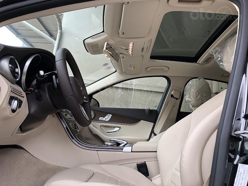 Bán xe Mercedes C200 Exclusive model 2019, màu đen, nội thất be mới chạy 6000 km giá rẻ, bảo hành chính hãng (16)