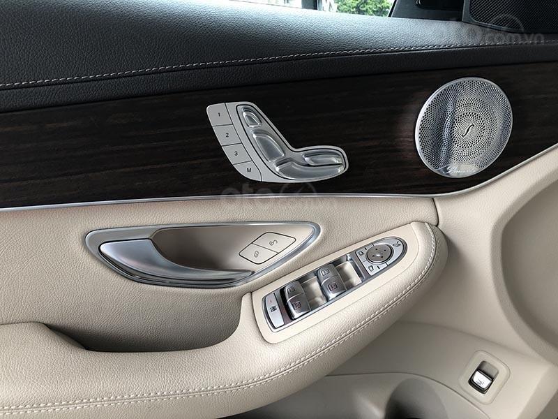 Bán xe Mercedes C200 Exclusive model 2019, màu đen, nội thất be mới chạy 6000 km giá rẻ, bảo hành chính hãng (18)