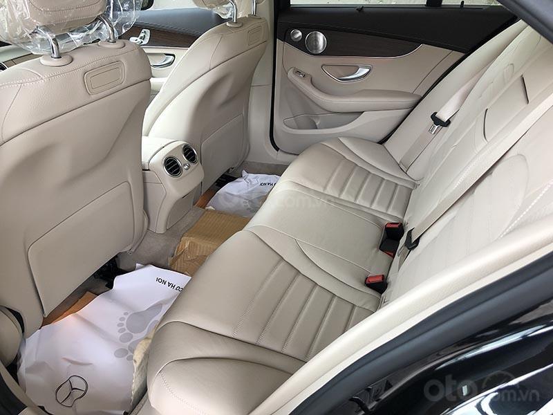 Bán xe Mercedes C200 Exclusive model 2019, màu đen, nội thất be mới chạy 6000 km giá rẻ, bảo hành chính hãng (17)