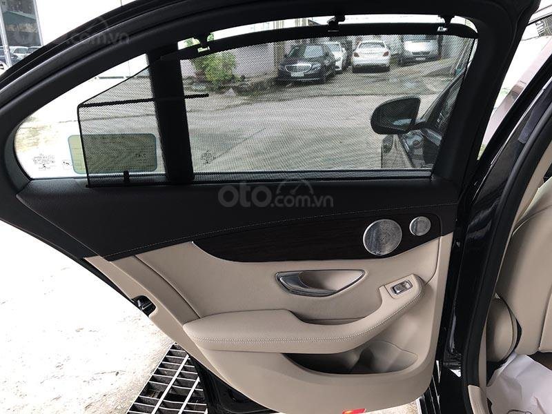 Bán xe Mercedes C200 Exclusive model 2019, màu đen, nội thất be mới chạy 6000 km giá rẻ, bảo hành chính hãng (19)