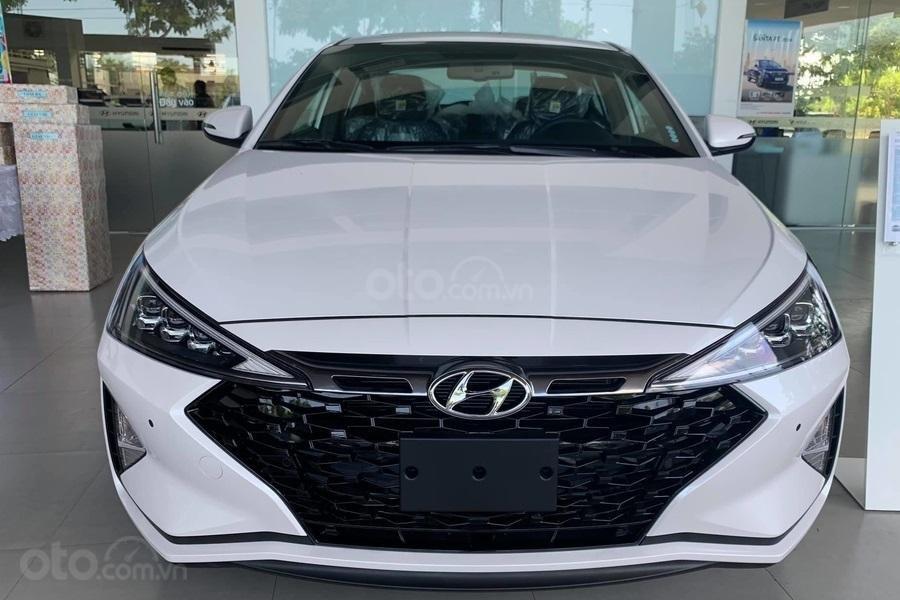 Bán Hyundai Elantra Sport 1.6 turbo năm 2019, màu trắng (1)