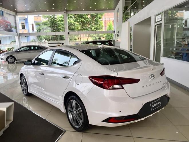 Bán Hyundai Elantra Sport 1.6 turbo năm 2019, màu trắng (3)