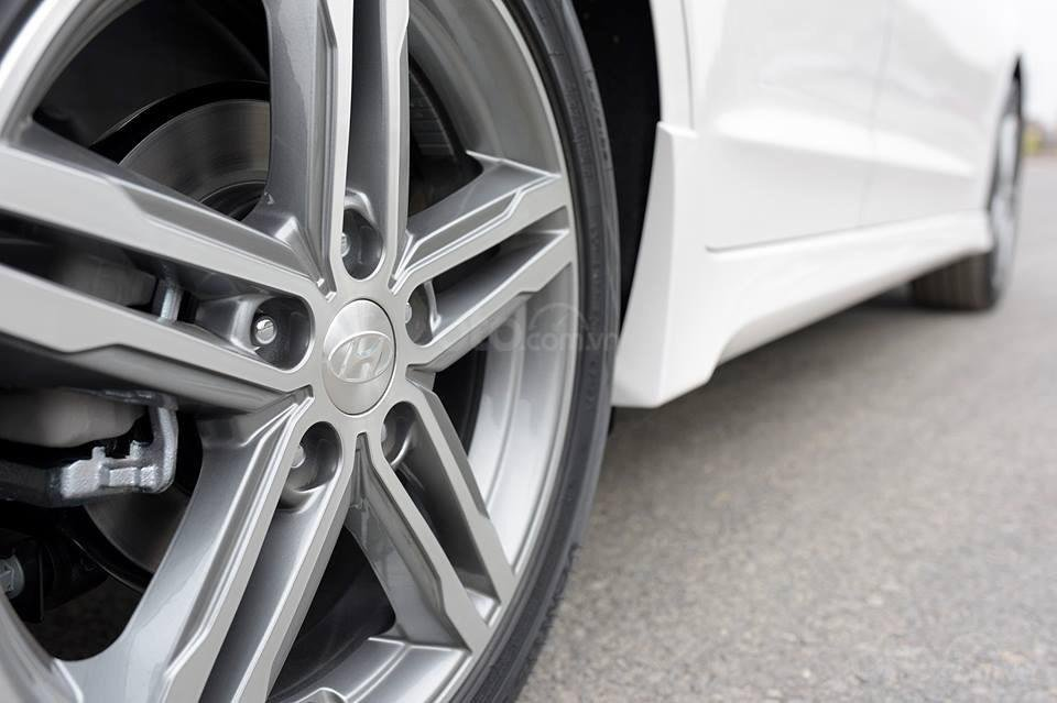 Bán Hyundai Elantra Sport 1.6 turbo năm 2019, màu trắng (6)