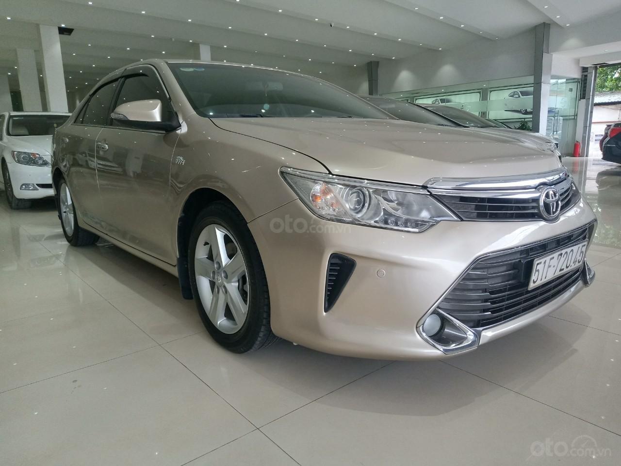 Bán xe Toyota Camry 2.5Q đời 2016, màu vàng cát giá 950 triệu (1)