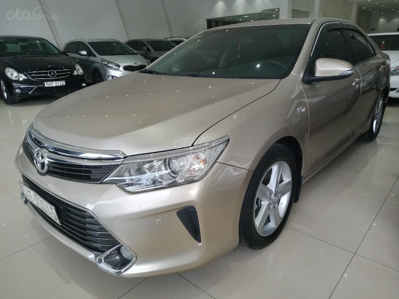 Bán xe Toyota Camry 2.5Q đời 2016, màu vàng cát giá 950 triệu (2)