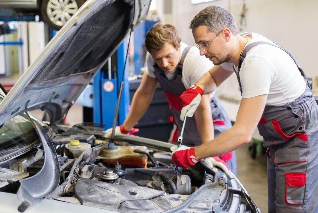 Chủ xe ô tô mới mua nên quan tâm đến chăm sóc và bảo dưỡng xe.