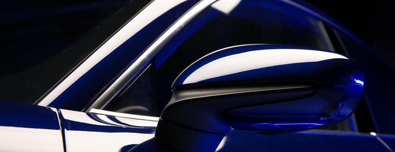 Porsche Taycan vẫn sử dụng gương truyền thống.