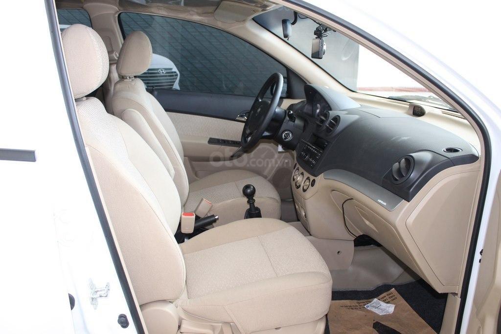 Cần bán Chevrolet Aveo LT 1.4MT sản xuất 2018, màu trắng, giá chỉ 348 triệu (6)