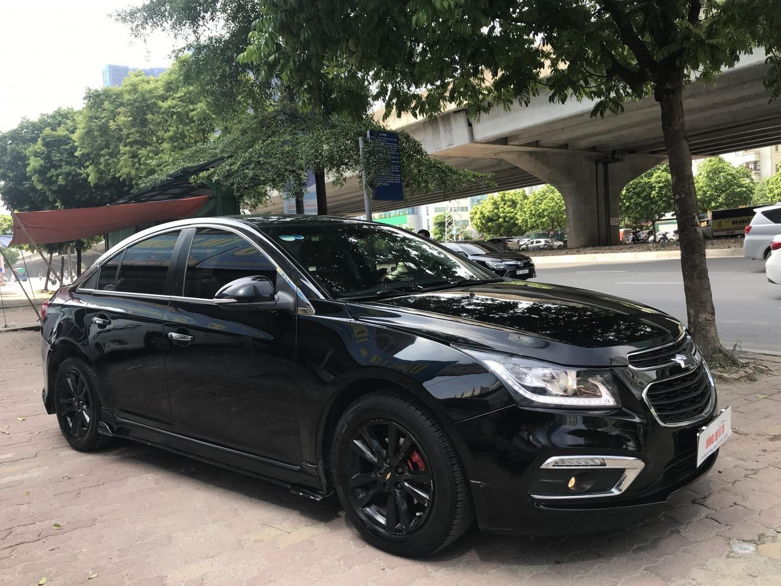 Cần bán Chevrolet Cruze LT đời 2016, màu đen (3)