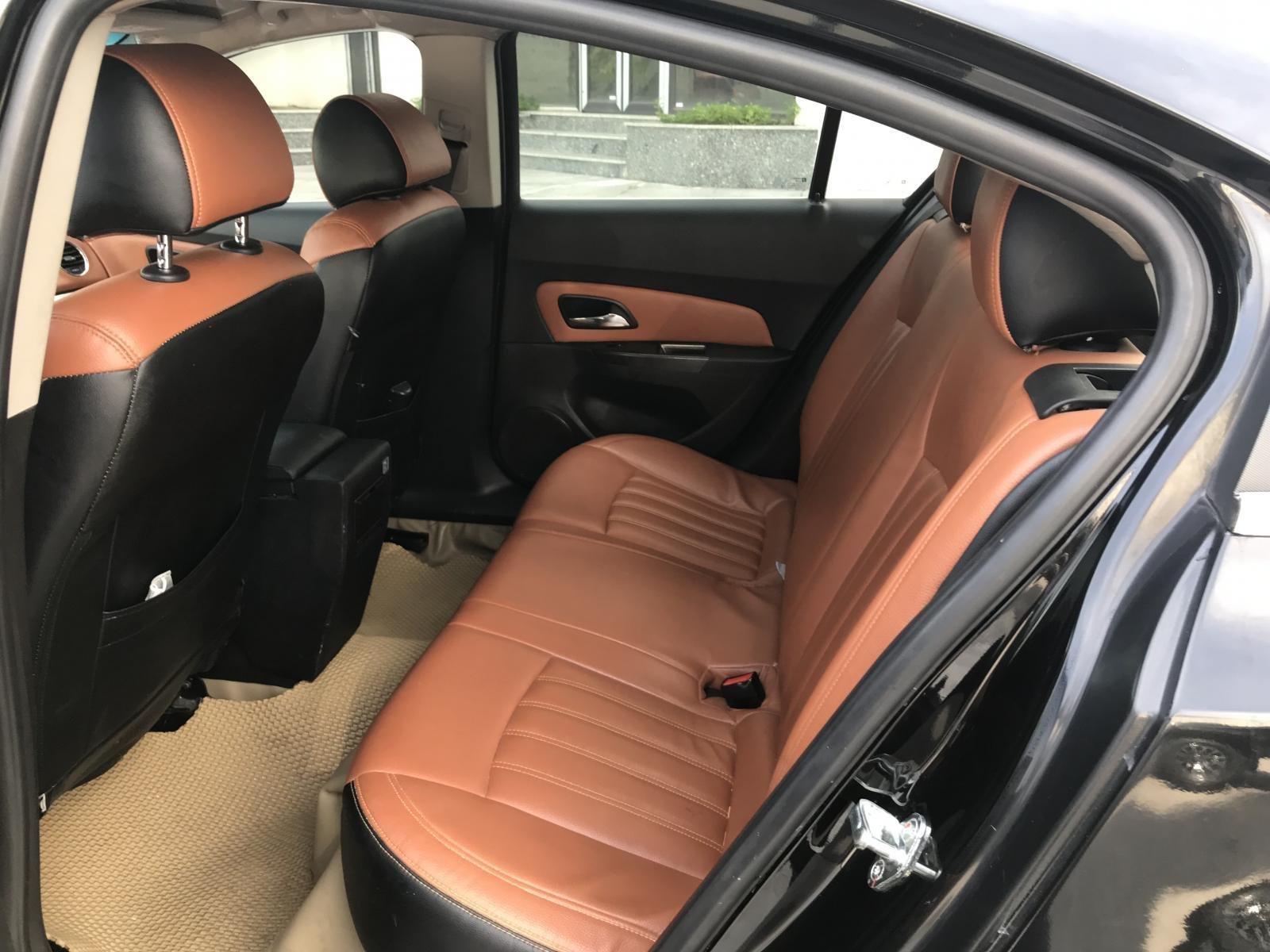 Cần bán Chevrolet Cruze LT đời 2016, màu đen (11)