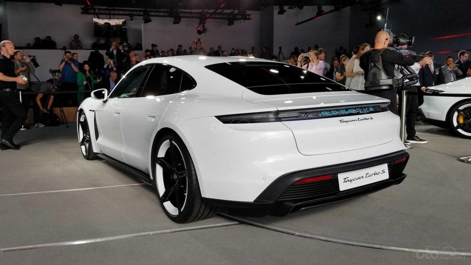 Porsche Taycan 2020 cung cấp 2 tùy chọn bộ sạc cùng hàng loạt tính năng cá nhân hóa đa dạng