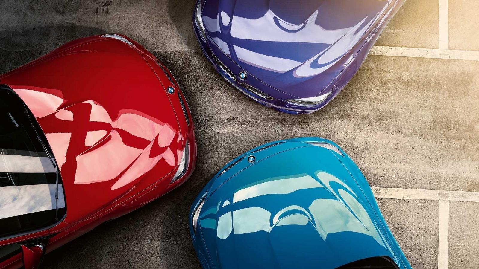 BMW M4 Edition M Heritage có ba màu sơn ngoại thất tùy chọn.
