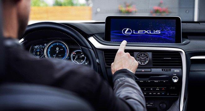 Nội thất Lexus RX 2020 bổ sung màn hình cảm ứng.