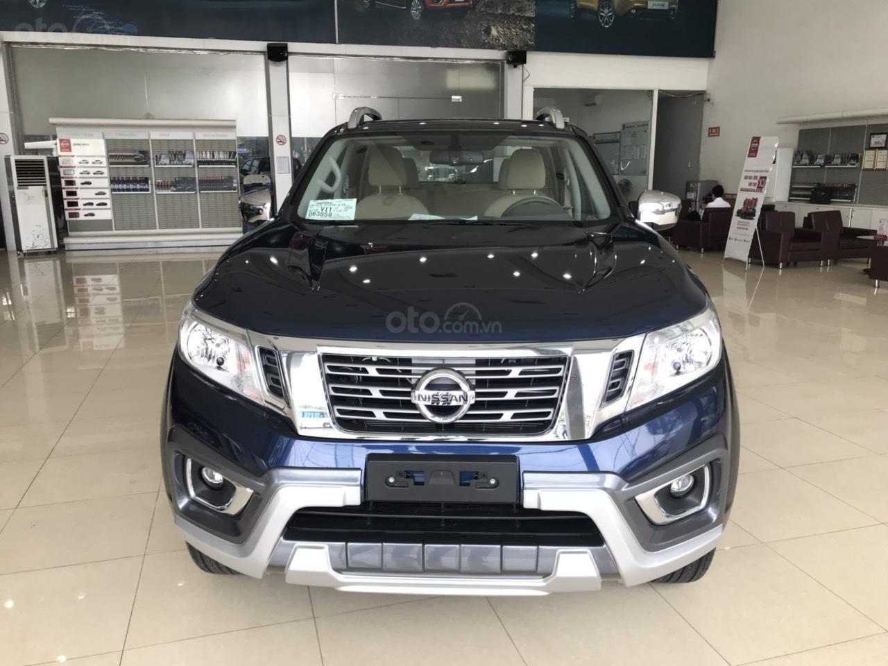 Bán tải Nissan Navara EL A-IVI 2019 vừa ra mắt có giá lăn bánh bao nhiêu? a2