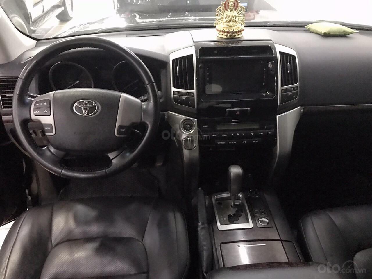 Bán ô tô Toyota Land Cruiser VX năm 2013, màu đen, nhập khẩu nguyên chiếc (6)