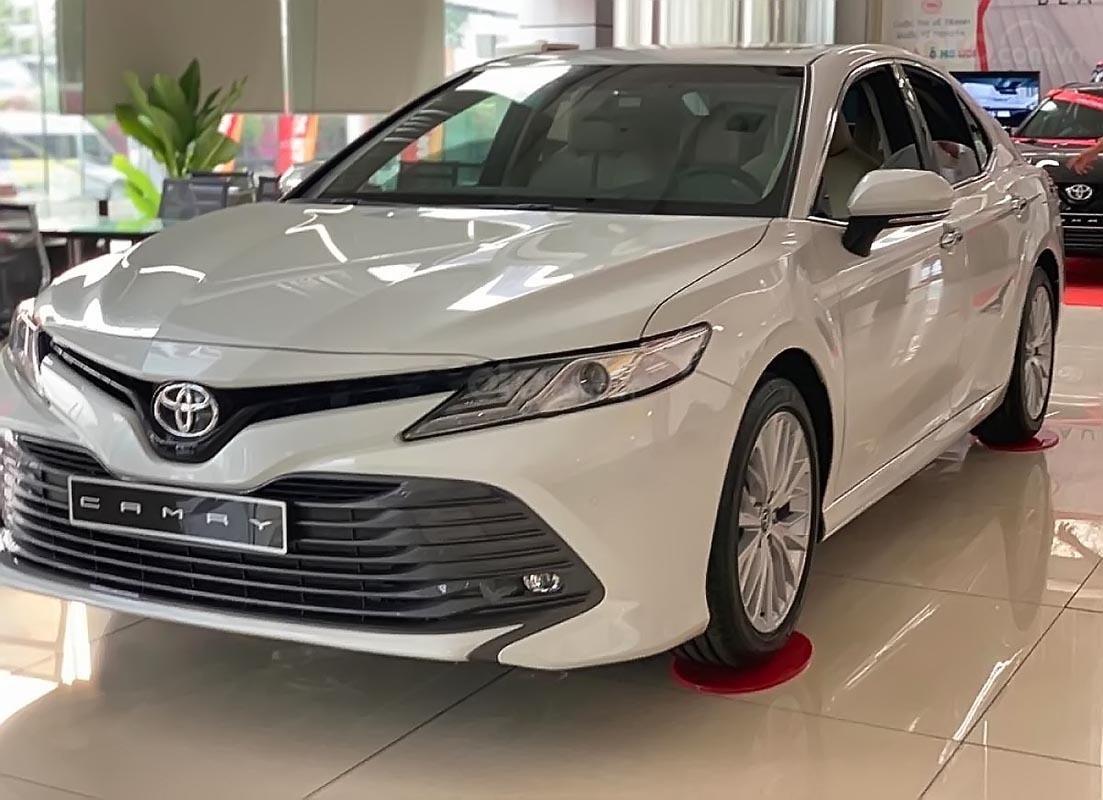 Bán ô tô Toyota Camry 2.5Q sản xuất 2019, màu trắng, nhập khẩu nguyên chiếc (1)