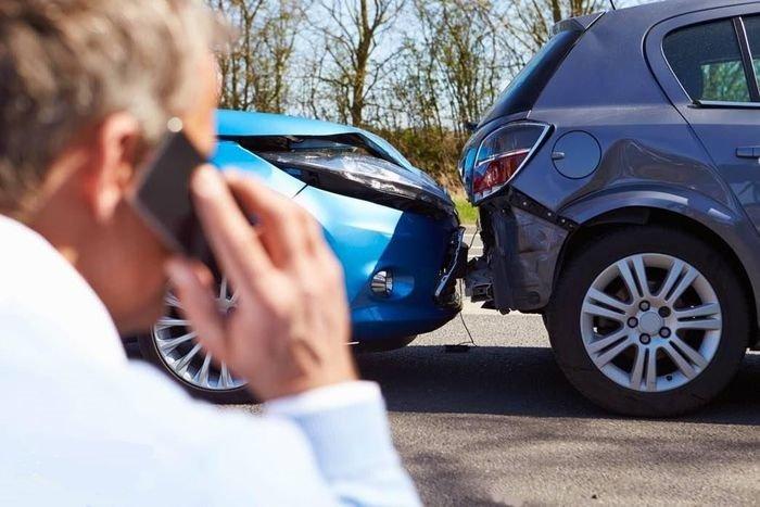 Liên lạc với công ty bảo hiểm ngay sau khi xe xảy ra va chạm và có tổn thất .
