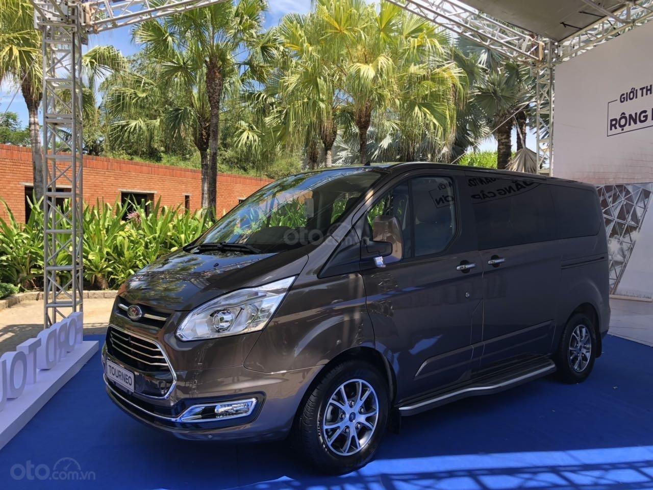 Ford Tourneo 2019 nhận đặt cọc tại đại lý thực tế cao hơn dự kiến tới 200 triệu đồng.