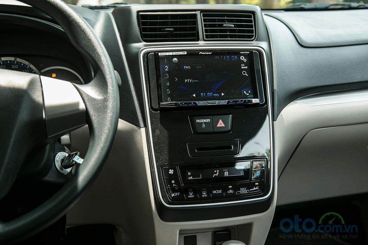Đánh giá xe Toyota Avanza 2019 1.5 AT: Màn hình giải trí DVD 7 inch và có hệ thống điều hoà với giao diện mới.