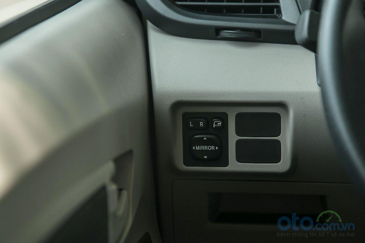 Đánh giá xe Toyota Avanza 2019 1.5 AT: Gương chỉnh điện có thêm tính năng gập điện.