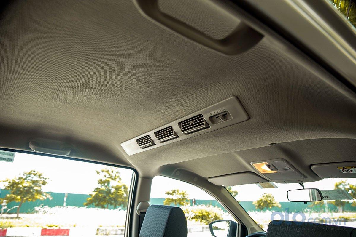 Đánh giá xe Toyota Avanza 2019 1.5 AT: Quạt hút gió cho hàng ghế sau.