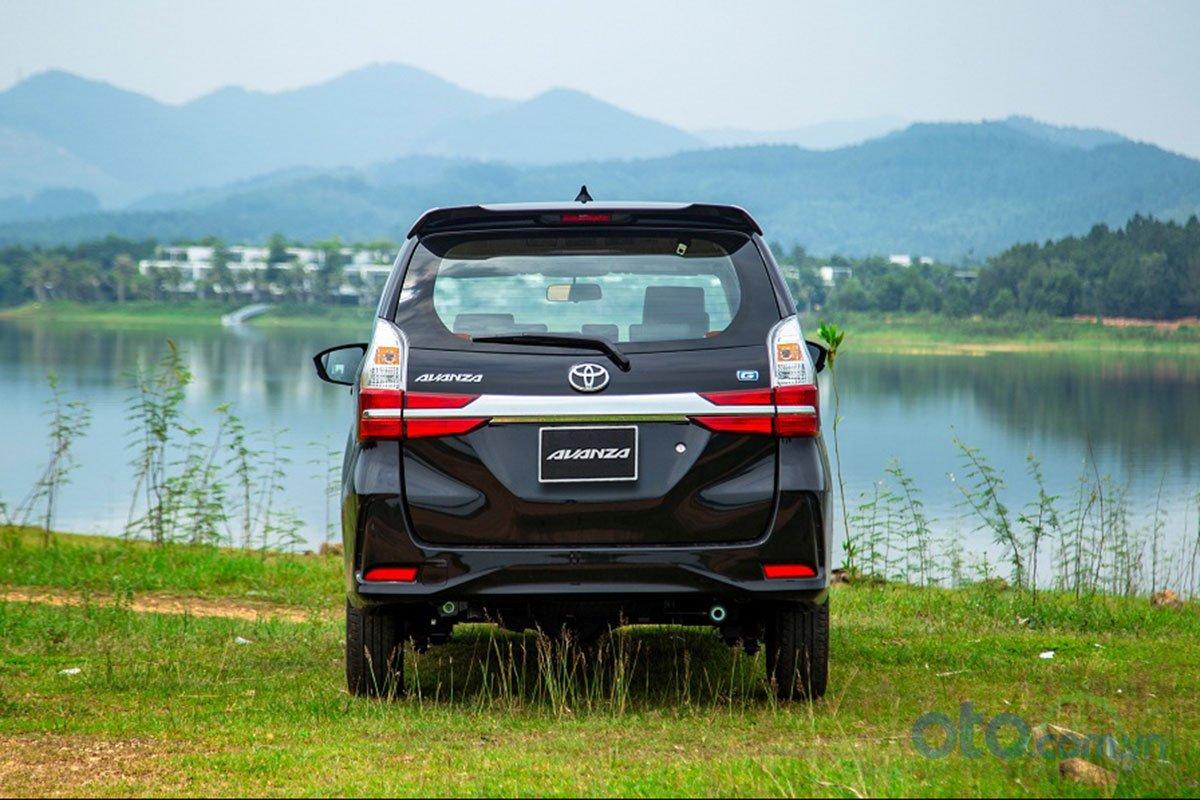 Đánh giá xe Toyota Avanza 2019 1.5 AT: Thiết kế đuôi xe được bổ sung thêm các đường nét góc cạnh.