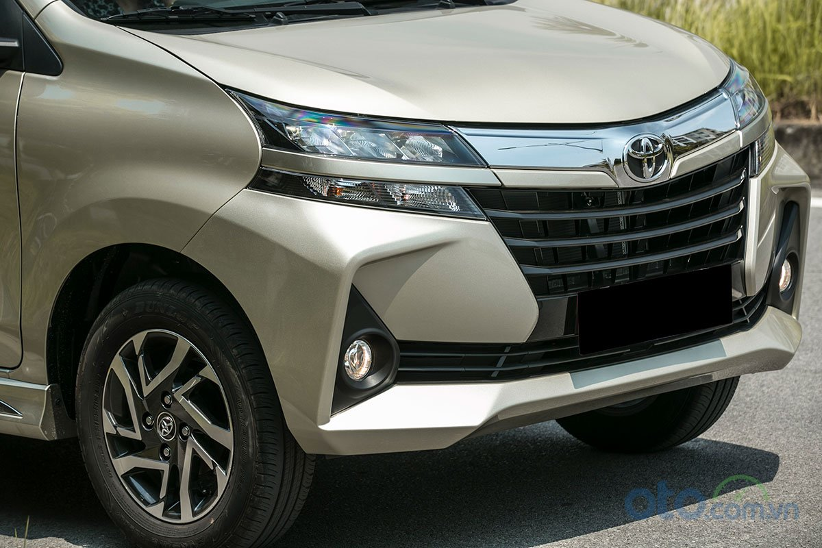 Đánh giá xe Toyota Avanza 2019 1.5 AT: Thiết kế đầu xe trông trông thể thao và góc cạnh.