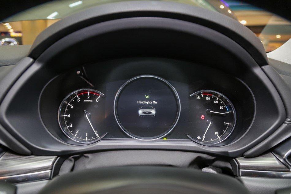 Bảng đồng hồ kỹ thuật số của Mazda CX-5 2.5L Turbo AWD.