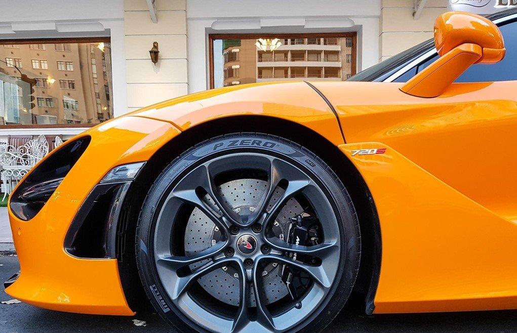 Bộ mâm nguyên bản trên chiếc McLaren 720S của Cường Đô La.