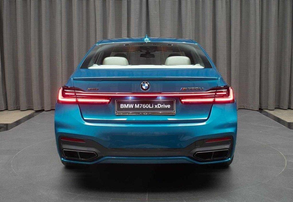 """Soi chi tiết mẫu BMW M760Li 2020 có """"bộ cánh"""" màu xanh đặc biệt a2"""