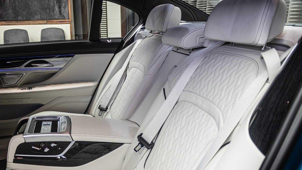 """Soi chi tiết mẫu BMW M760Li 2020 có """"bộ cánh"""" màu xanh đặc biệt a9"""