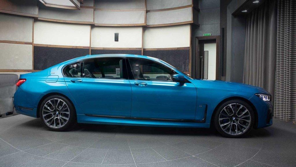"""Soi chi tiết mẫu BMW M760Li 2020 có """"bộ cánh"""" màu xanh đặc biệt a3"""