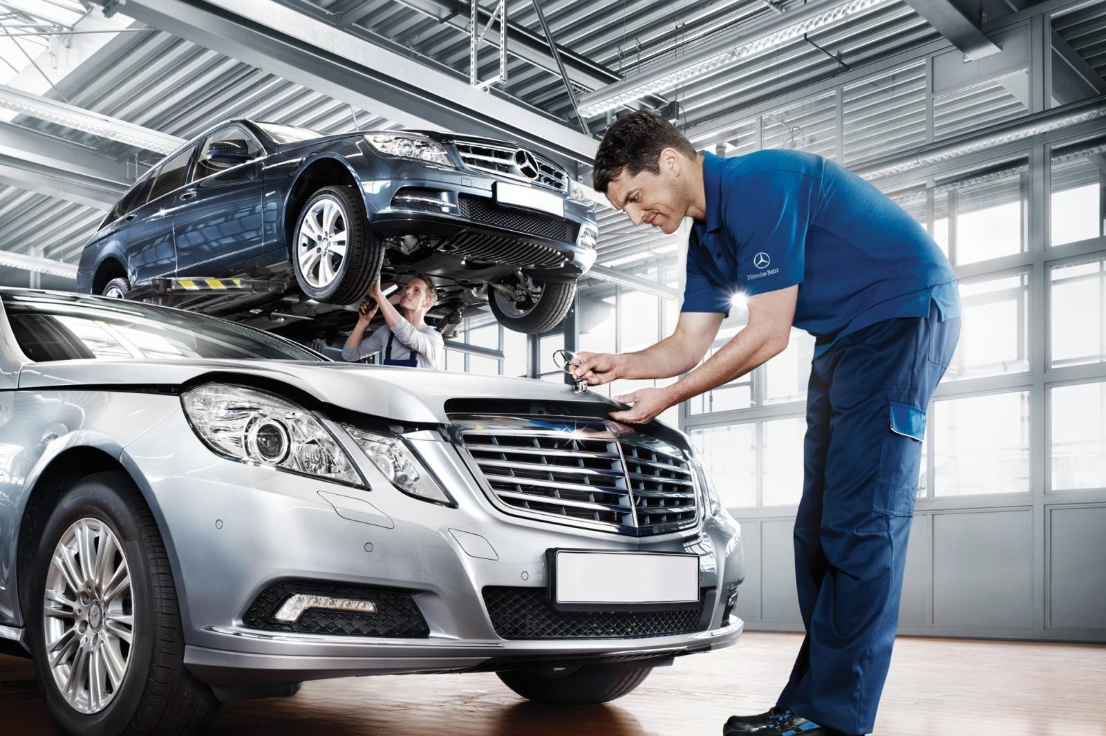 Kiểm tra và bảo dưỡng xe ô tô trước khi đưa đi đăng kiểm.