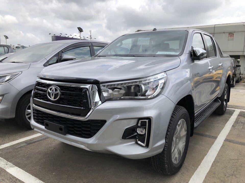 Cần bán Toyota Hilux đời 2019, màu bạc, nhập khẩu (1)