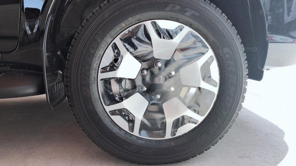Cần bán Toyota Hilux đời 2019, màu bạc, nhập khẩu (7)