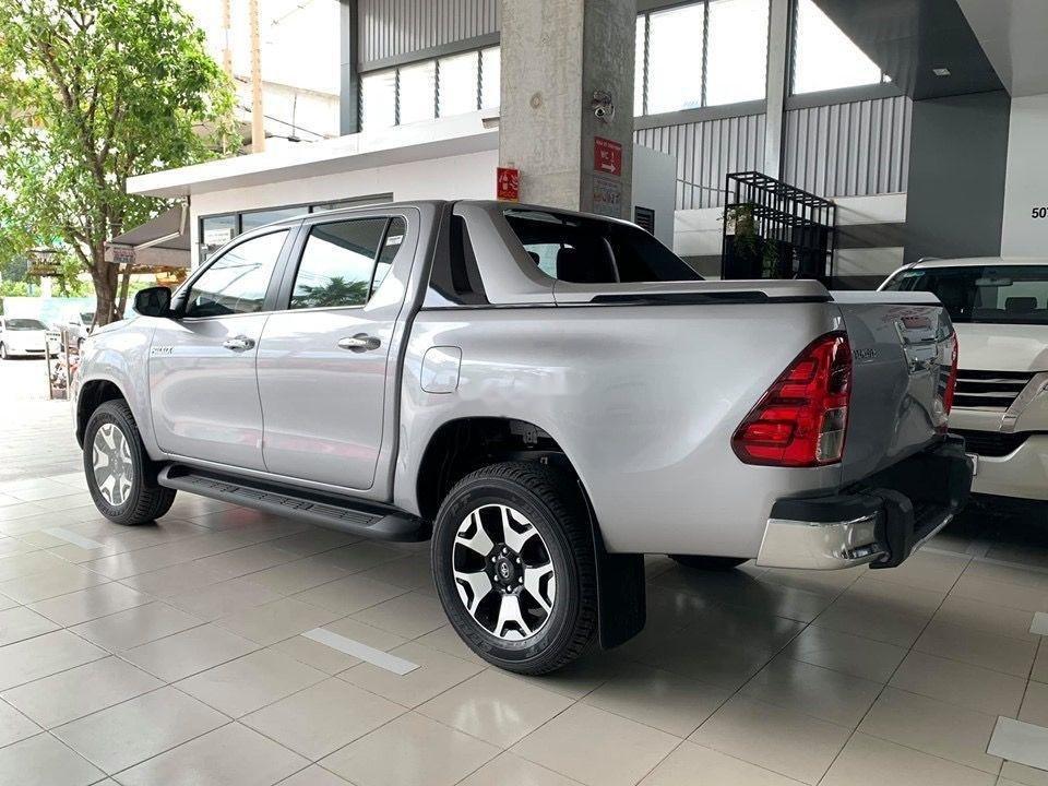 Cần bán Toyota Hilux đời 2019, màu bạc, nhập khẩu (3)