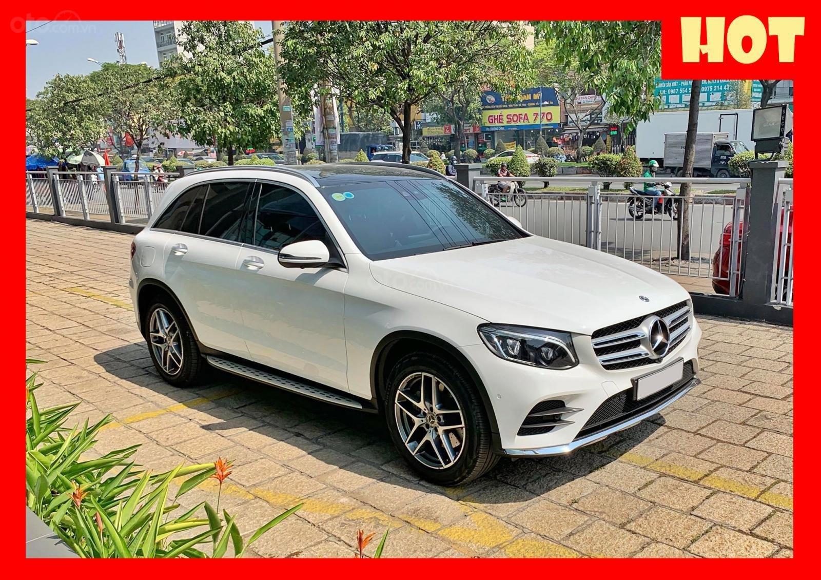 Bán xe Mercedes GLC300 4Matic 2018 cũ giá tốt, trả trước 800 triệu nhận xe ngay (1)