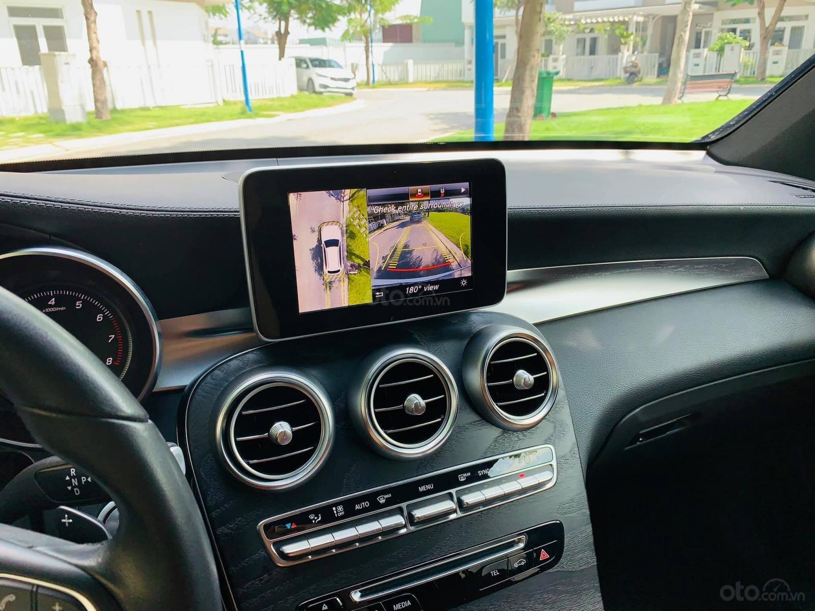Bán xe Mercedes GLC300 4Matic 2018 cũ giá tốt, trả trước 800 triệu nhận xe ngay (9)