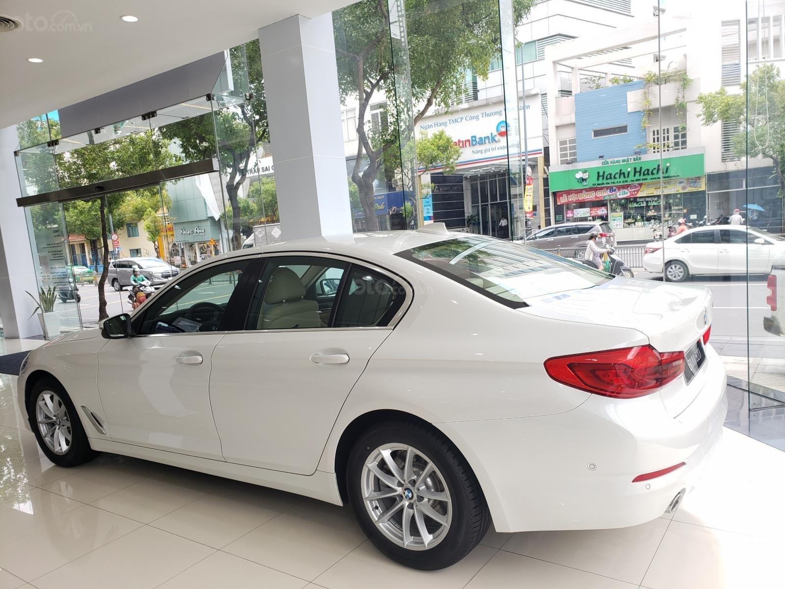 BMW Phú Nhuận - Khuyến mại giảm giá sốc chiếc xe BMW 5 Series 520i - 2019 (2)