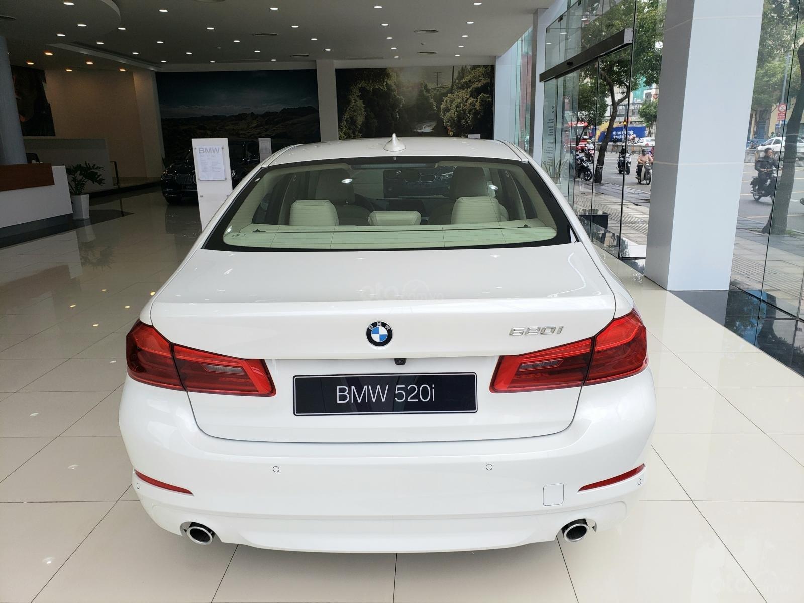 BMW Phú Nhuận - Khuyến mại giảm giá sốc chiếc xe BMW 5 Series 520i - 2019 (3)