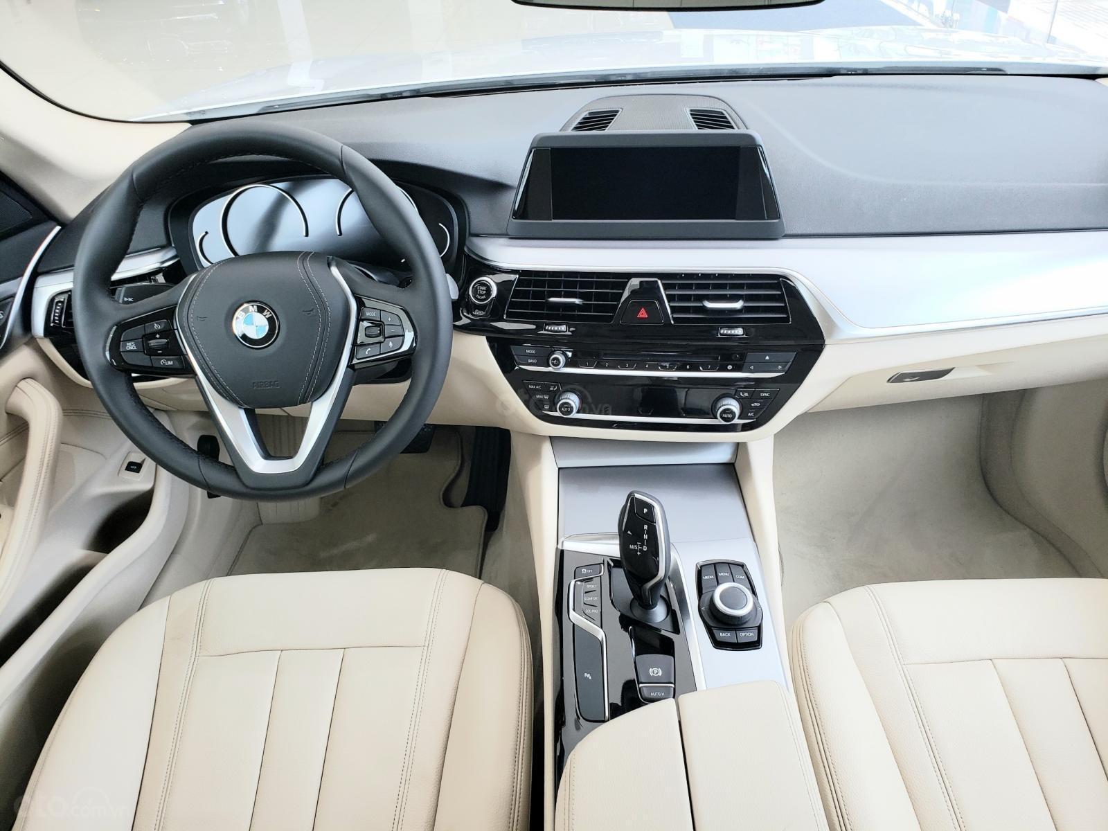 BMW Phú Nhuận - Khuyến mại giảm giá sốc chiếc xe BMW 5 Series 520i - 2019 (7)