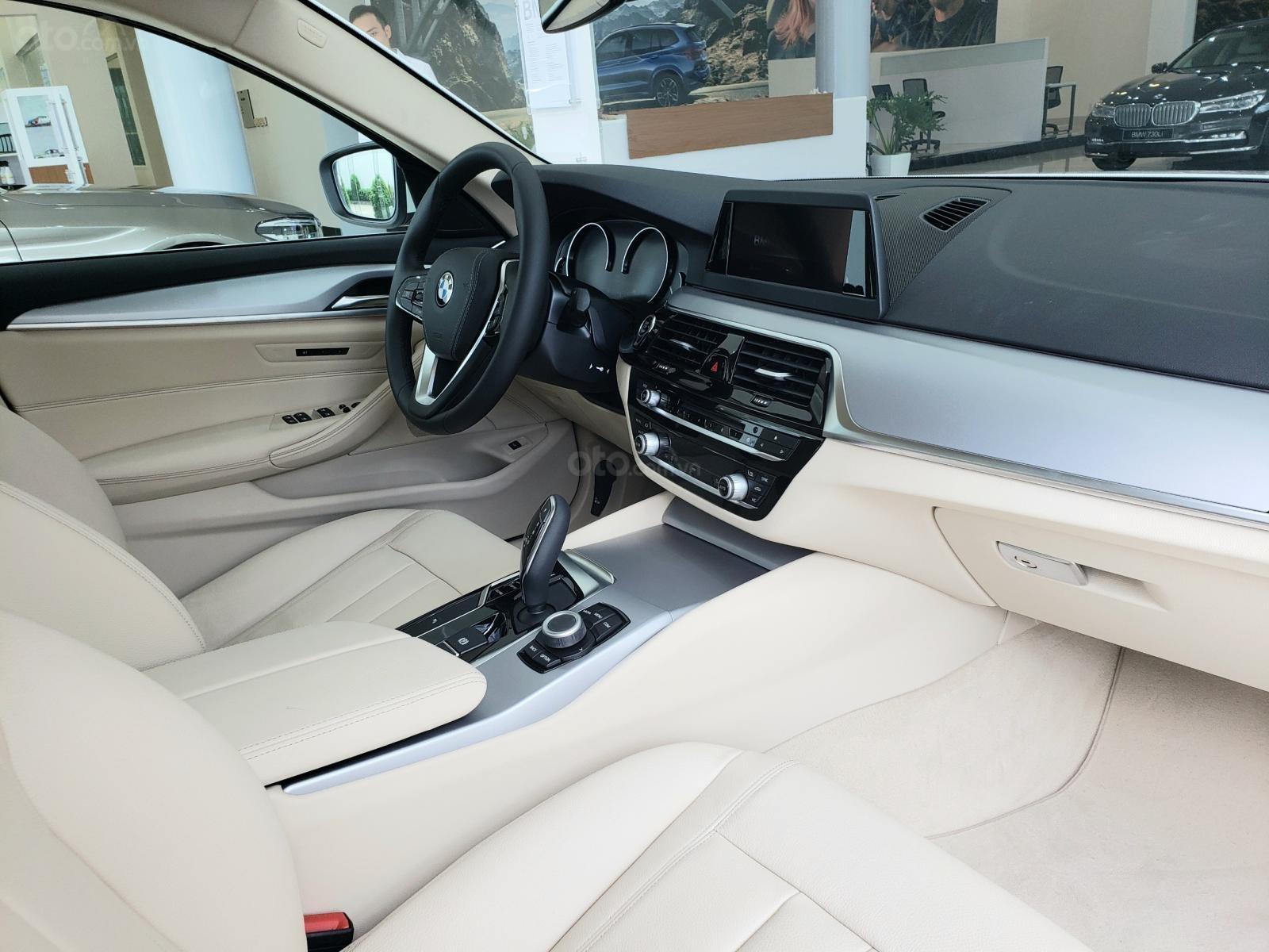 BMW Phú Nhuận - Khuyến mại giảm giá sốc chiếc xe BMW 5 Series 520i - 2019 (9)