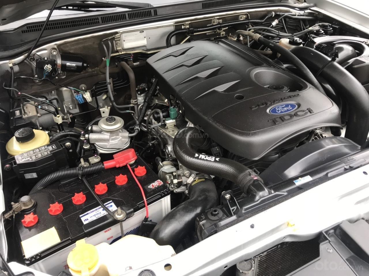 Bán Ford Everest sản xuất năm 2012, màu bạc, số sàn (6)