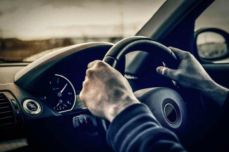 Kinh nghiệm mua xe ô tô cũ là nên lái thử xe.