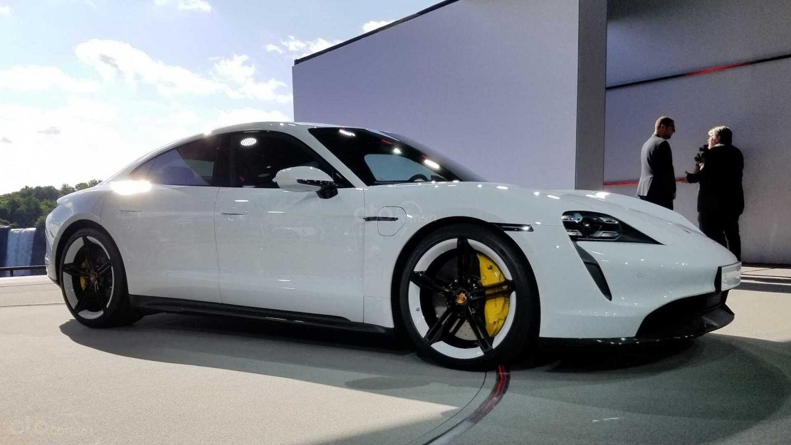 Thân xe Porsche Taycan 2020